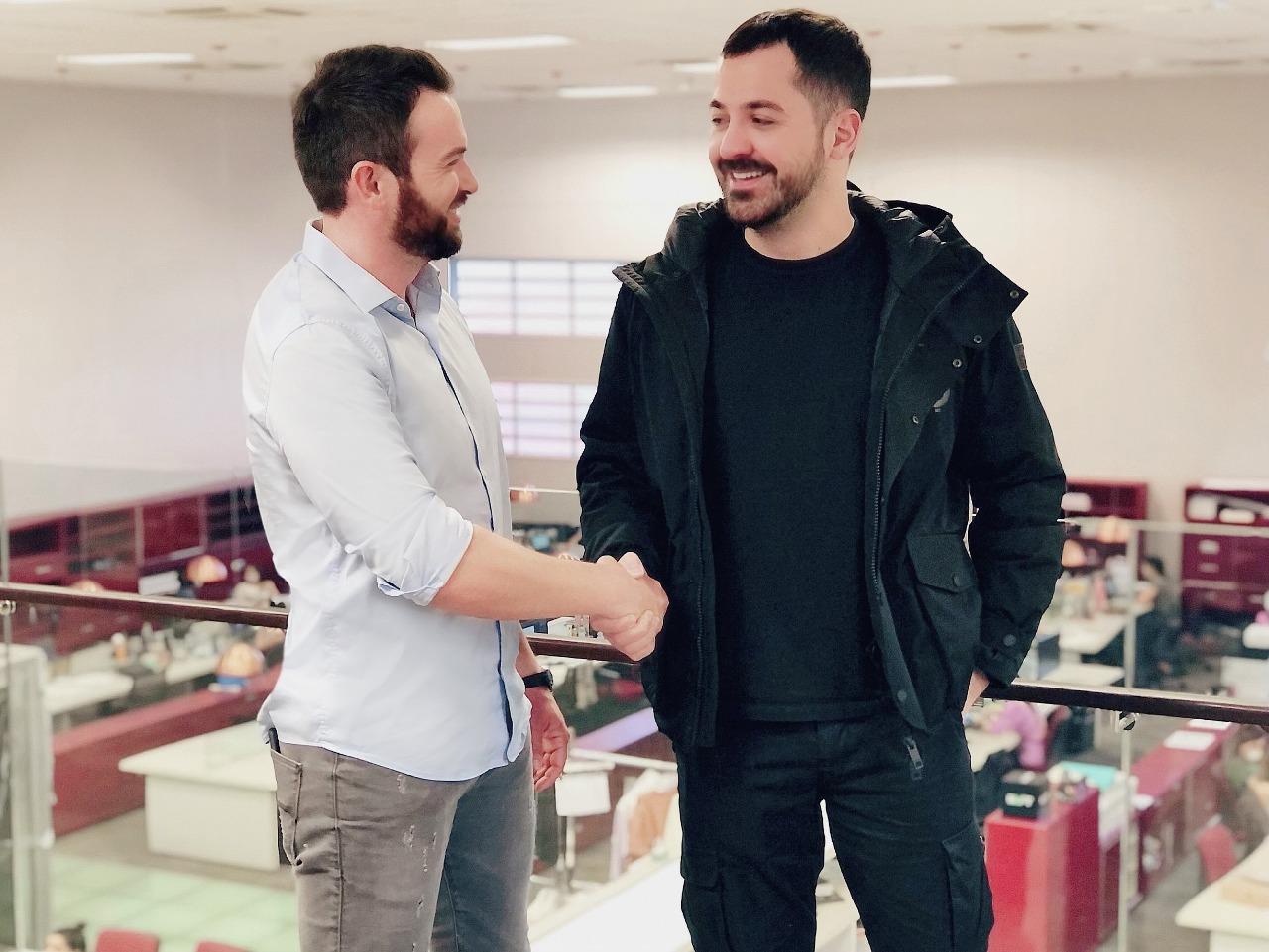 Foto: Hugo Olivo e Eduardo Amarante fecham acordo para marca do estilista mineiro fazer parte do grupo La Moda